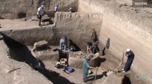 Screen Shot 2012 10 28 at 10.14.44 PM 300x167 Cel mai vechi oraș din Europa, descoperit în Cadrilater, lângă România <img src=http://www.nasul.tv/wp content/uploads/video.gif alt= />