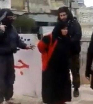 jihadist-isis-executie-mama-piata-publica