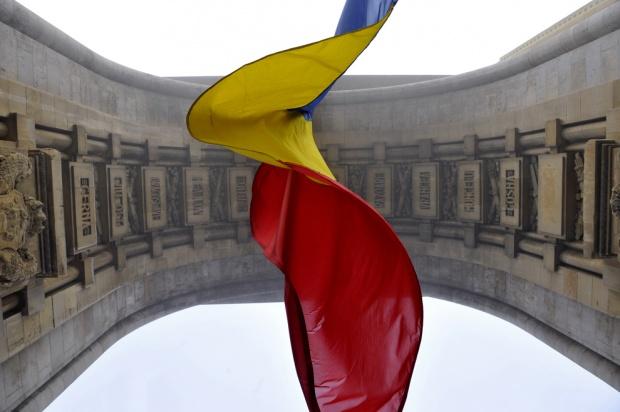 arcul-de-triumf-steag-drapel-tricolor