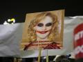 firea-pancarta-protest-gratiere